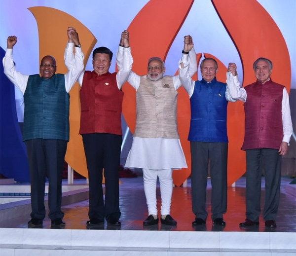 #BRICS: વિશ્વના પાવરફુલ લીડર્સ ભારતીય વેશમા...