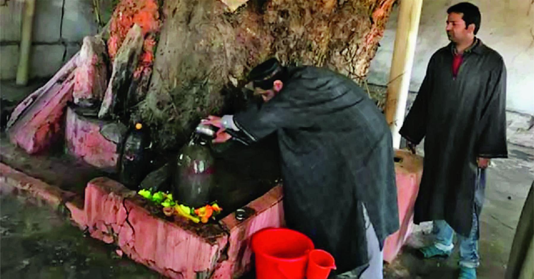 કાશ્મીર ખીણપ્રદેશમાં ૨૭ વર્ષ જુનું મંદિર ઘંટારવથી ગાજી ઊઠ્યું