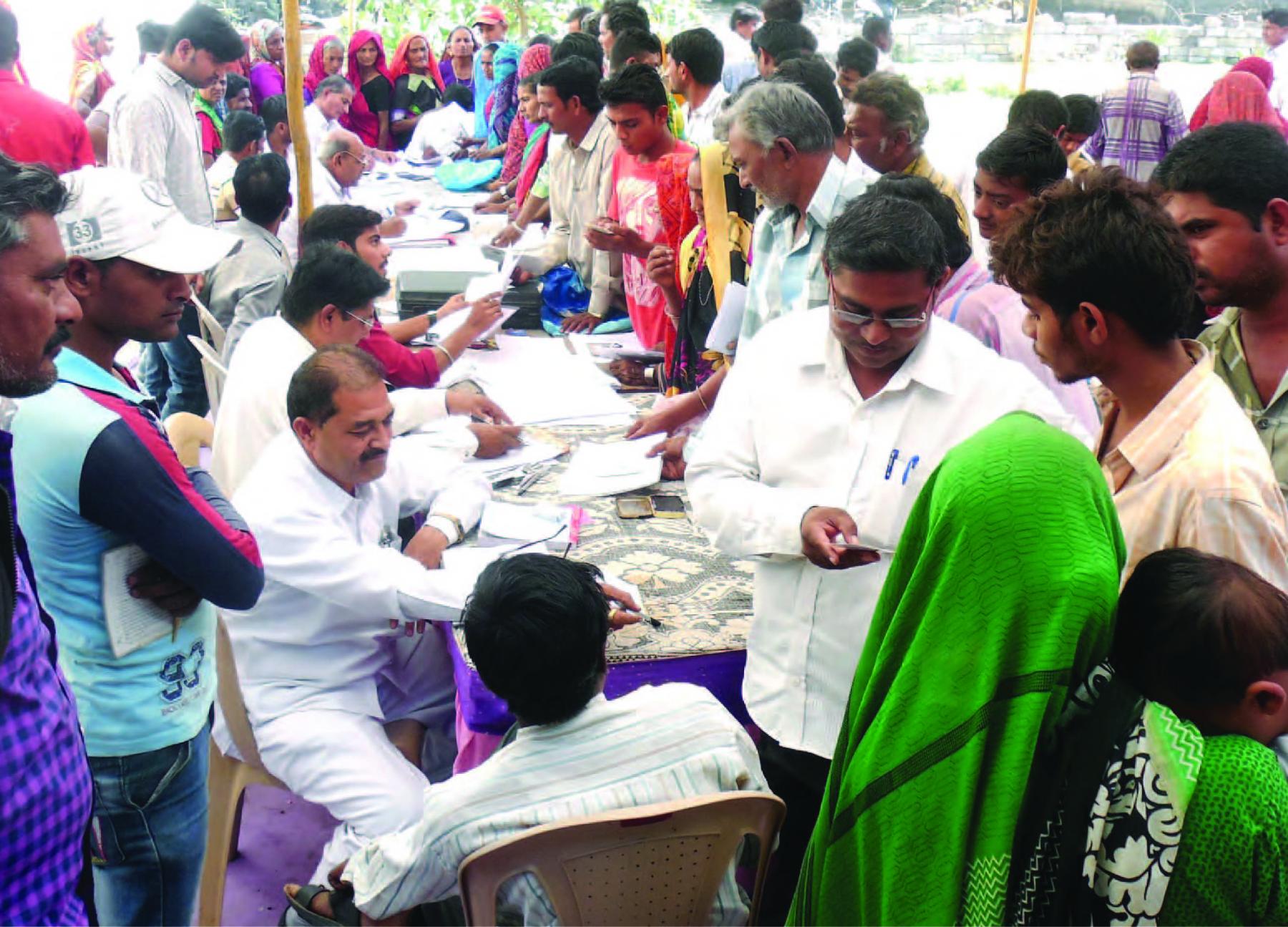 ગુજરાત સરકાર જનતાને દ્વાર, ઉકેલાયા પ્રશ્ર્નો અપરંપાર સેવા સેતુ અનોખો સફળ પ્રયોગ