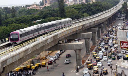 બેંગલૂરું મેટ્રોમાં લોકો કરી રહ્યા છે અજબ ગજબ, જાણી ને થશે આશ્ચ્રર્ય!