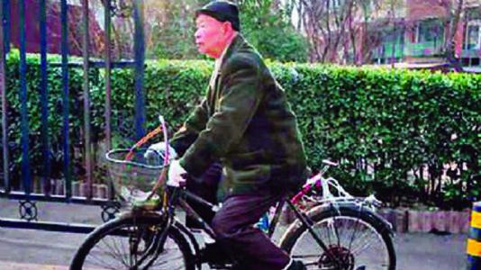 ચીનના ૮૫ વર્ષના વૃદ્ધ કોઈ તેમને દત્તક લે તેવું ઇચ્છે છે