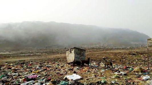 આપણે ચાંદ પર પહોંચી રહ્યા છીએ અને પીરાણાનો આ કચરાનો ડુંગર પણ ચાંદ તરફ આગળ વધી રહ્યો છે. કોઇ તો રોકો?!
