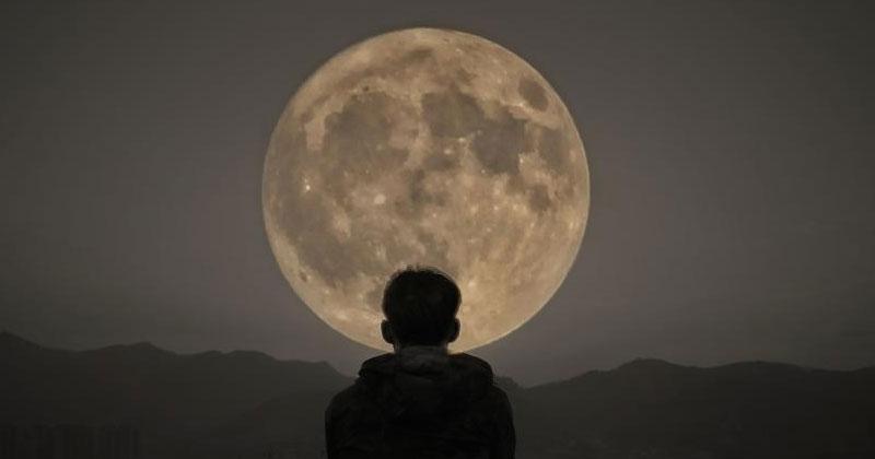 moon_1H x W: